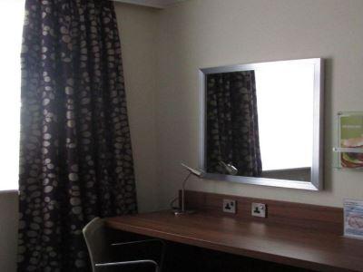 bedroom 2 - hotel holiday inn leeds garforth - leeds, united kingdom