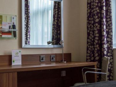 bedroom 1 - hotel holiday inn leeds garforth - leeds, united kingdom
