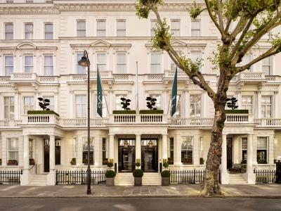 100 Queen's Gate Curio Collection Hilton