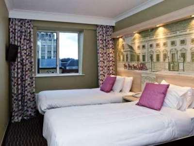 bedroom - hotel president - london, united kingdom