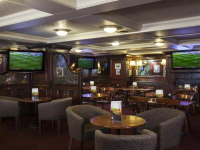 bar - hotel holiday inn kensington forum - london, united kingdom