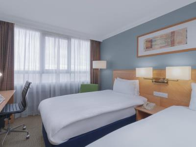 bedroom 2 - hotel holiday inn kensington forum - london, united kingdom