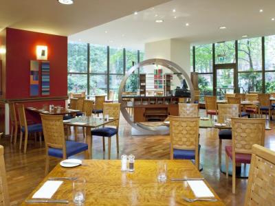restaurant - hotel holiday inn kensington forum - london, united kingdom