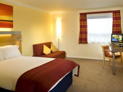 bedroom 1 - hotel holiday inn express london golders green - london, united kingdom