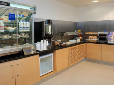 breakfast room - hotel holiday inn express london golders green - london, united kingdom