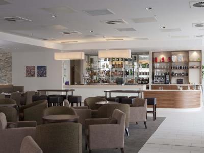 bar - hotel holiday inn london - stratford city - london, united kingdom