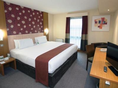 bedroom - hotel holiday inn central park - manchester, united kingdom