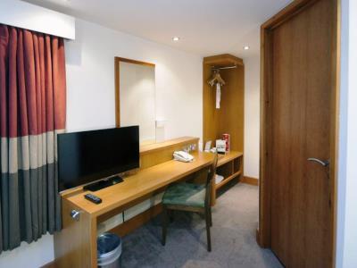 bedroom 3 - hotel holiday inn central park - manchester, united kingdom