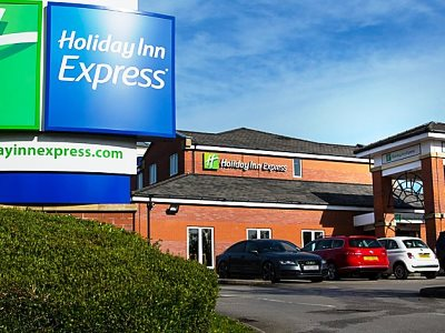 exterior view 2 - hotel holiday inn express manchester east - manchester, united kingdom
