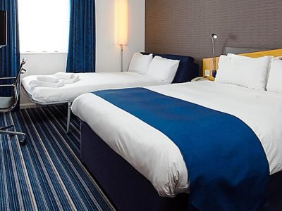 bedroom - hotel holiday inn express manchester east - manchester, united kingdom
