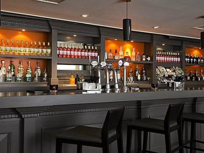 bar - hotel crowne plaza manchester airport - manchester, united kingdom