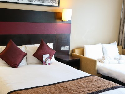 bedroom - hotel crowne plaza manchester airport - manchester, united kingdom