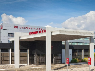 exterior view - hotel crowne plaza manchester airport - manchester, united kingdom