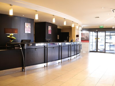 lobby - hotel crowne plaza manchester airport - manchester, united kingdom