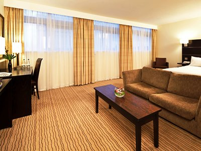 bedroom 2 - hotel mercure manchester piccadilly - manchester, united kingdom