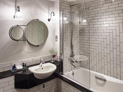 bathroom - hotel kimpton clocktower - manchester, united kingdom