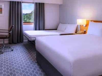 bedroom 4 - hotel hilton watford - watford, united kingdom