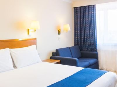 bedroom - hotel holiday inn gatwick airport - gatwick airport, united kingdom