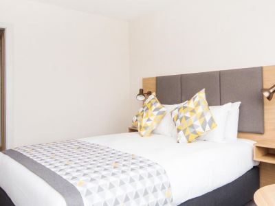 bedroom 1 - hotel holiday inn gatwick airport - gatwick airport, united kingdom