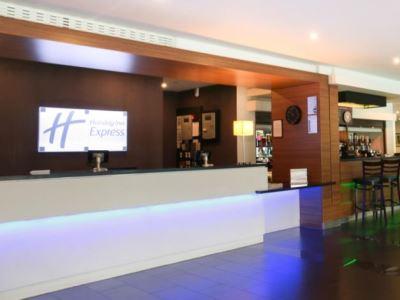 lobby - hotel holiday inn exp london - heathrow t5 - heathrow airport, united kingdom
