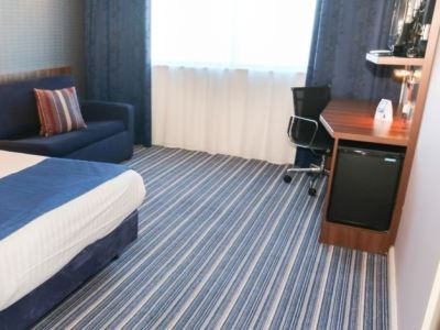 bedroom 2 - hotel holiday inn exp london - heathrow t5 - heathrow airport, united kingdom