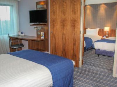 bedroom 4 - hotel holiday inn exp london - heathrow t5 - heathrow airport, united kingdom
