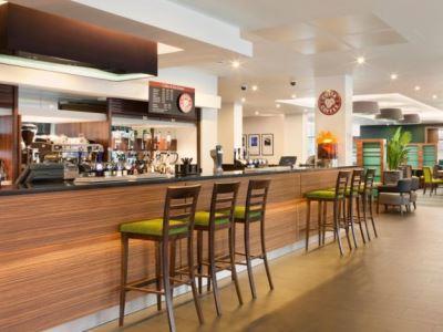 bar - hotel holiday inn exp london - heathrow t5 - heathrow airport, united kingdom