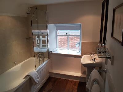 bathroom - hotel noel arms - chipping campden, united kingdom