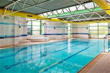indoor pool - hotel holiday inn stoke on trent m6 j15 - newcastle u lyme, united kingdom