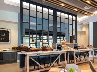 breakfast room - hotel hilton garden inn abingdon oxford - abingdon, united kingdom