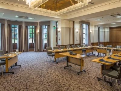 conference room - hotel hilton puckrup hall - tewkesbury, united kingdom