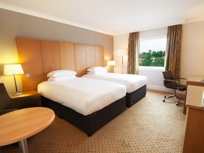bedroom 2 - hotel doubletree by hilton strathclyde - motherwell, united kingdom