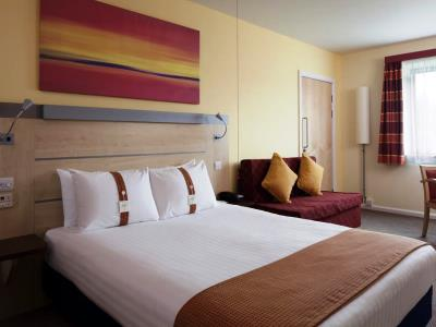 bedroom - hotel holiday inn exp burnley m65, jct.10 - burnley, united kingdom