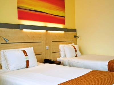 bedroom 1 - hotel holiday inn exp burnley m65, jct.10 - burnley, united kingdom