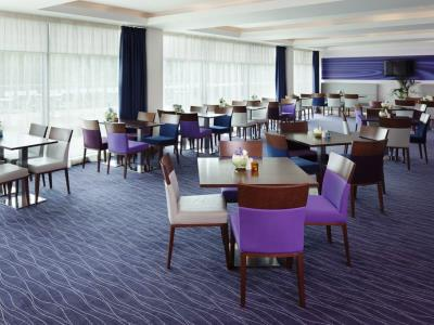breakfast room - hotel holiday inn exp burnley m65, jct.10 - burnley, united kingdom