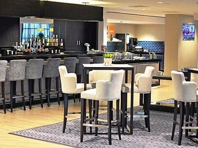 bar - hotel holiday inn express sports village - leigh, united kingdom