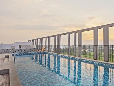 outdoor pool - hotel swiss-belinn cikarang - cikarang, indonesia