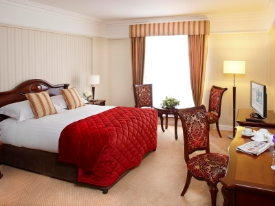 bedroom - hotel red cow moran - dublin, ireland