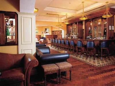 bar - hotel red cow moran - dublin, ireland