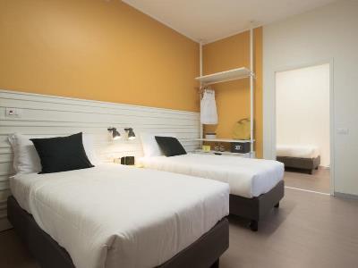 bedroom - hotel b and b hotel milano ornato - milan, italy