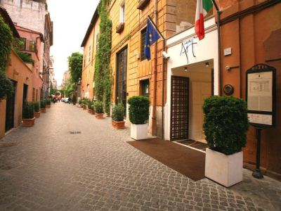 Art By The Spanish Steps(Min Stay Offer)