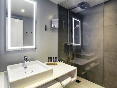 bathroom - hotel novotel kirchberg - luxembourg, luxembourg
