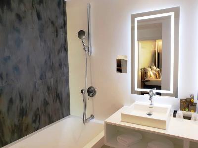 bathroom 1 - hotel novotel kirchberg - luxembourg, luxembourg