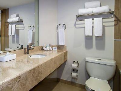 bathroom - hotel holiday inn express guaymas - guaymas, mexico