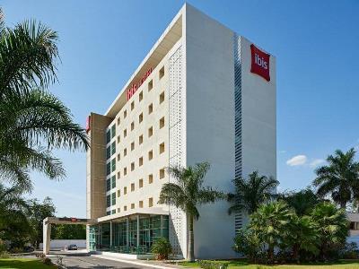 exterior view - hotel ibis merida - merida, mexico