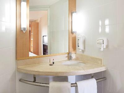 bathroom - hotel ibis merida - merida, mexico