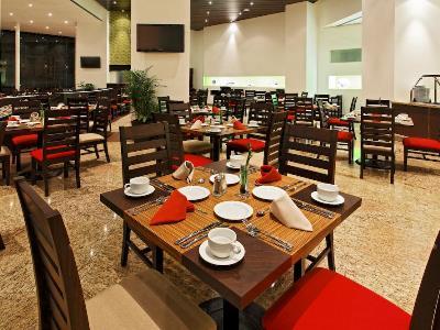 restaurant - hotel holiday inn plaza universidad - mexico city, mexico