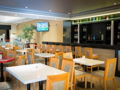 bar - hotel holiday inn ciudad de mexico-trade ctr - mexico city, mexico