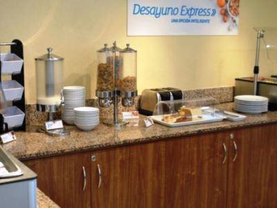 breakfast room - hotel holiday inn express toluca - toluca, mexico