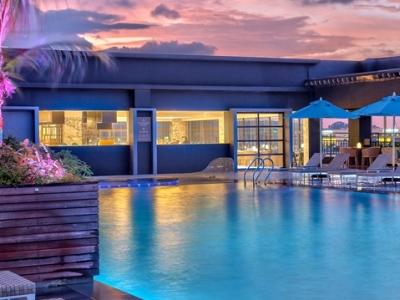 outdoor pool - hotel hilton kota kinabalu - kota kinabalu, malaysia